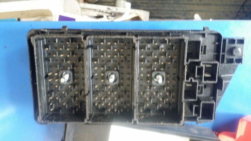 Fuse Box Engine Thru Vin 14125814 Fits 01 Aurora 161284